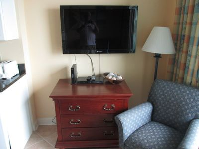 Flat screen TV, DVD player, and Wireless Modem in convenient location.