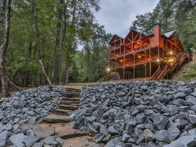 Waterfront Lodge- Over 750' Riverfront, Hot Tub, Pool Table, Porches in Ellijay