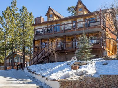 Designer Chalet. Cool Game Room. Spa. Amazing Views.Close to Slopes and Lake.