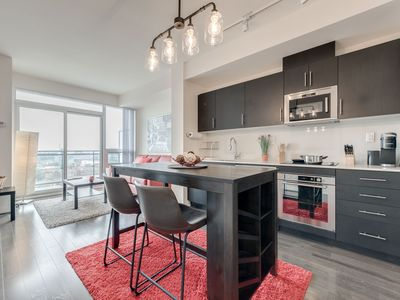 Photo for Bright, Stylish & Modern 2Bed/2Bath Condo & Sofabed in central Toronto