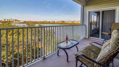 Photo for Pet-friendly paradise on the Intracoastal waterway - Corner Unit - FREE Wi-Fi and Cable located in the heart of Indian Shores!