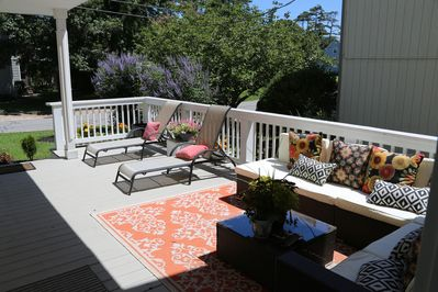 Very large front porch with lounging atmosphere