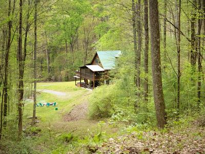 Secluded cabin w/private waterfall & hot tub. Personal favorite available again