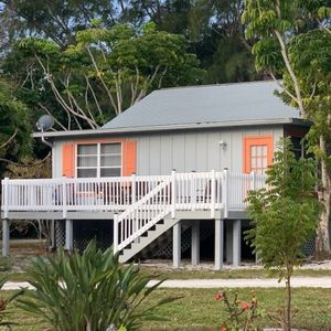 BAYWATCH CABIN-  PET FRIENDLY    JUNE 22-JULY 4 AVAILABLE  PLUS OVER $250.00 IN ISLAND DISCOUNTS