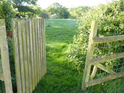 Private access to 10 acres of fields /riverbank and fishing