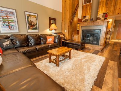 Photo for Quiet location, King Bed, Sunroom, Vaulted Ceilings, Free WIFI