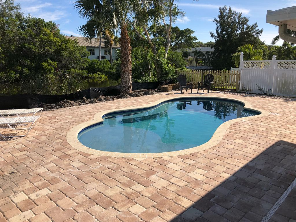 New Pool 3 Bedroom 2 Bathroom March 6th 3 Nights Special Walk To Beach Sarasota Florida South
