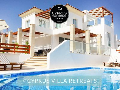Photo for Villa Porto Luxury 4 Bed Walk to Beach & All Amenities in Coral Bay