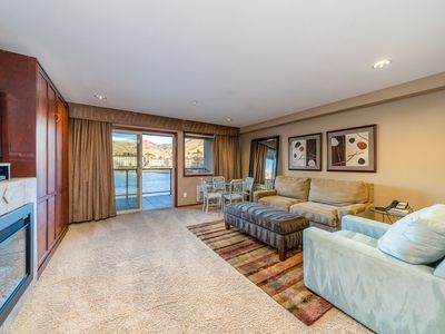 Photo for Grandview River View 625! Luxury Waterfront condo, sleeps up to 6!