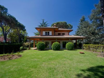 Photo for Beautiful Villa within an exclusive park in Rome's countryside