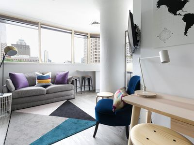 Photo for Central artistic 1 bed apartment with views