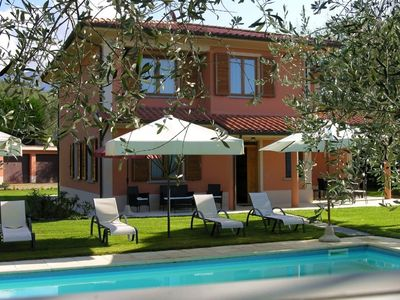 Photo for 5 bedroom Villa, sleeps 10 in Montemarciano with Pool and WiFi
