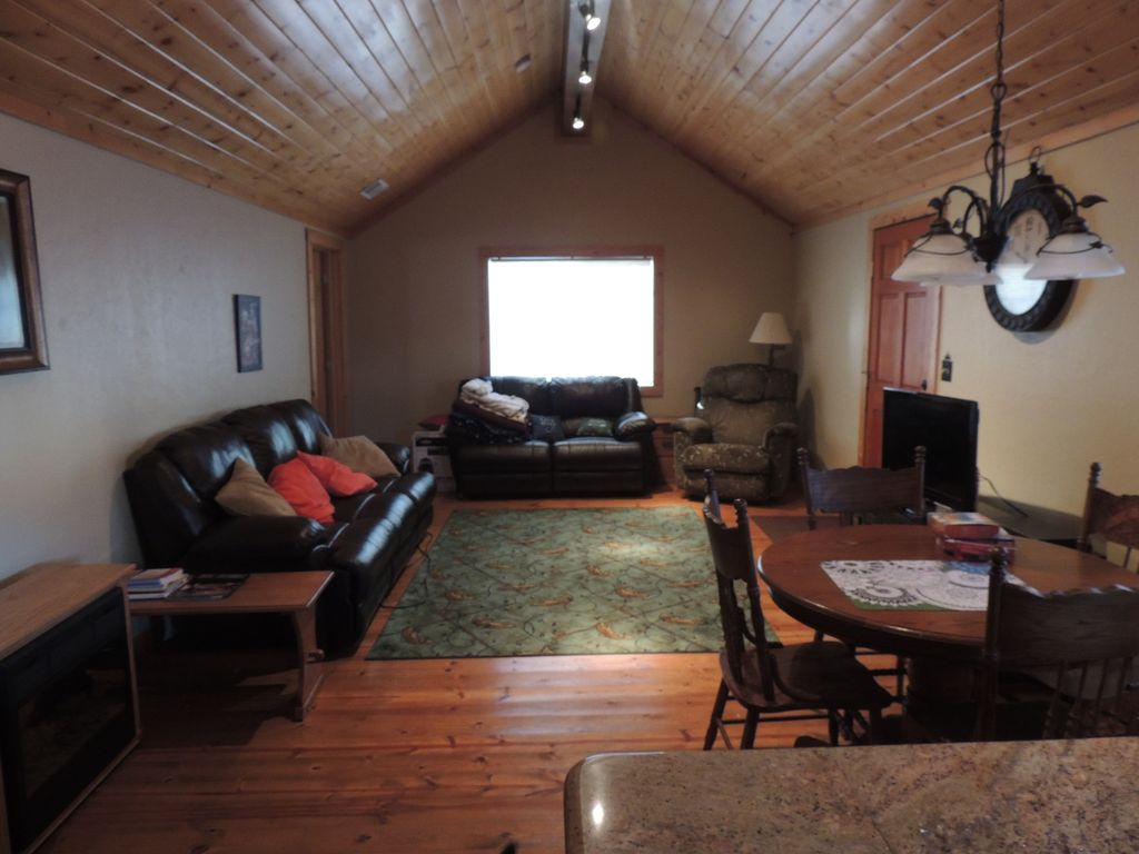 Cozy cabin as your home away from home chester shasta for Home away from home cabins