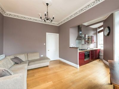 Photo for Gorgeous and cozy three-bedroom flat in the heart of Edinburgh