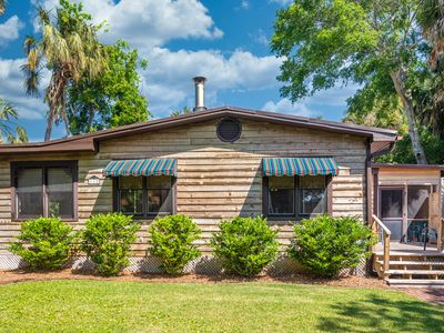 Photo for Pet Friendly Private House on Folly- 5 Min Walk to Beach & Restaurants!
