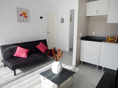 Photo for One bedroom Apartment, sleeps 3 with Air Con and Walk to Beach & Shops