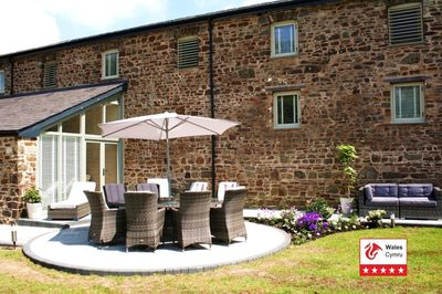 Stunning garden & paddock with woodland paths, great for all the family.