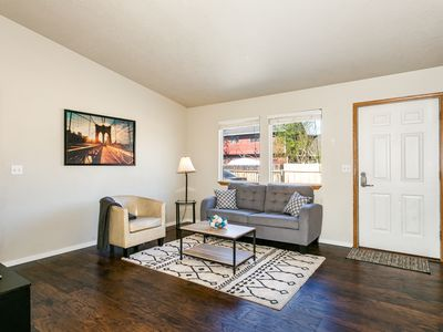 Extremely Clean, Charming Apt Close to Hospitals! (8635)