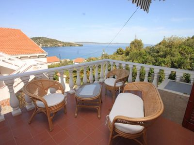 Photo for Two bedroom apartment with terrace and sea view Kali, Ugljan (A-8202-a)