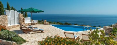 Photo for Luxury Villa – Crystal Private Pool with hydro-massage spot and Outside barbecue, fabulous Sea view