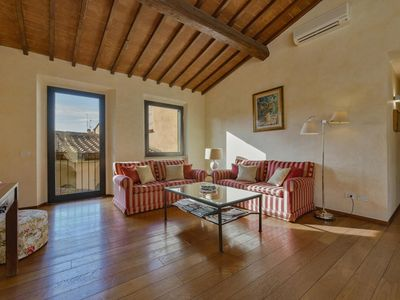 Photo for Spacious Lambertesca apartment in Duomo with WiFi, integrated air conditioning & jacuzzi.
