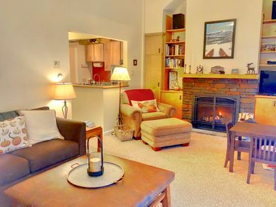 RB3: Bretton Woods Slopeside townhome with free shuttle, wifi, and DISCOUNTED SKI TICKETS!