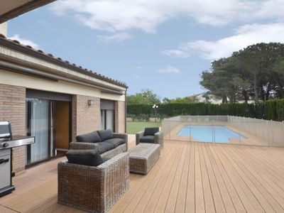 Photo for 5 bedroom Villa, sleeps 10 in Esclanyà with Pool
