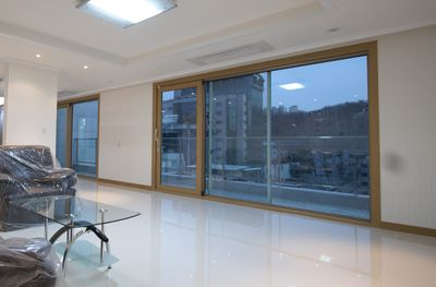 LR has floor to ceiling windows with great view (old phot pre-curtains)