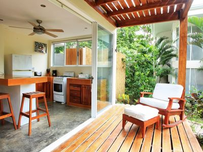 Fully equipped kitchen with outdoor deck