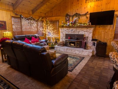 Photo for Perfect cabin to entertain family & friends! Close to lake, shopping, zoo & golf