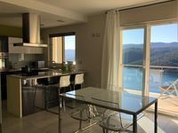 Lovely apartment, great view, exceptional hosts!!