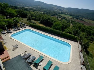 Photo for Pretty stone cottage in the Tuscan-Umbrian countryside with garden and pool