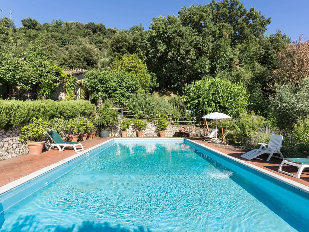 Country house with swimming pool in umbria homeaway for Does the white house have a swimming pool