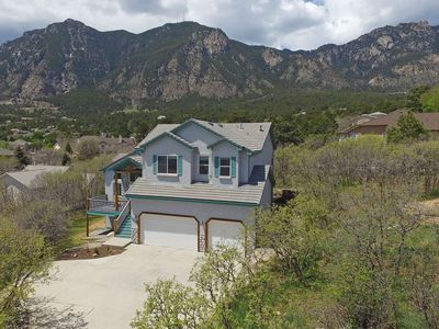 Photo for *NEW*CHEYENNE MTN! Well appointed! 5 Miles to The Broadmoor with 5 BR'S, 3.5 BA'S, Wifi, Cable, AC