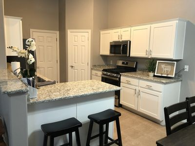 NEW Family Home Close to Downtown, Skiing & Golf.