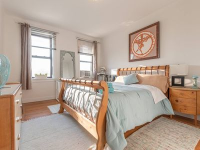 Photo for Big and bright bedroom 15 minutes to NYC Times Square