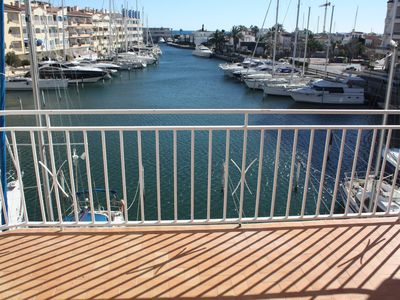 Photo for Bright apartment, 2nd floor, two rooms in the port of Empuriabrava