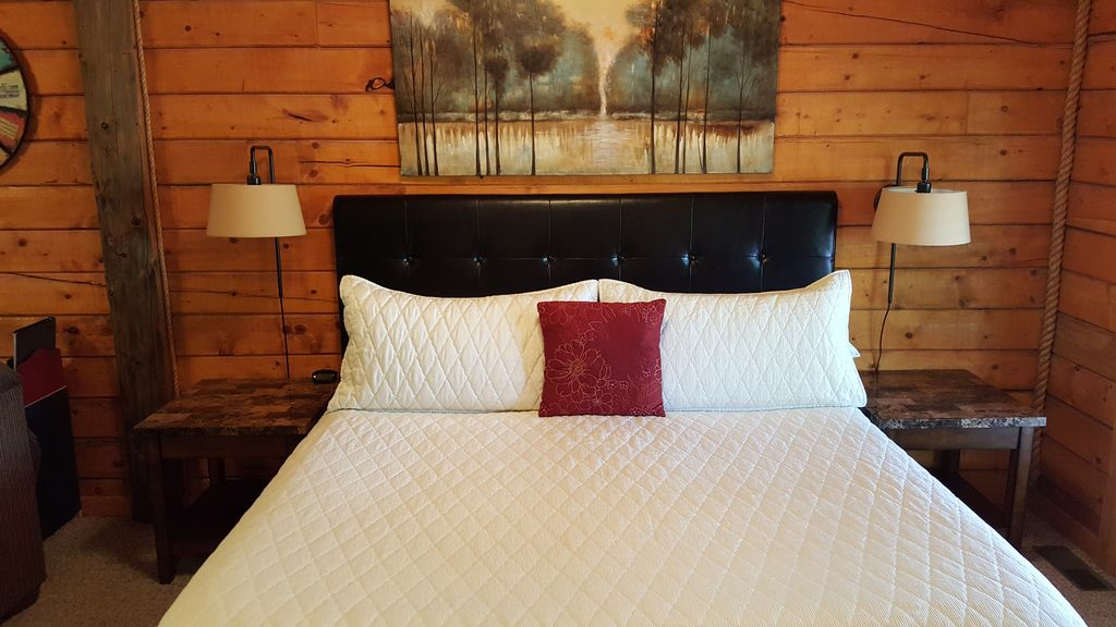 romantic log cabin at cabins of grand mountain in branson. Black Bedroom Furniture Sets. Home Design Ideas
