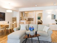 Great apartment with open plan living space for baby to crawl around to her delight