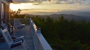 Romantic Getaway with Unbelievably Stunning, Panoramic Smoky Mountain View