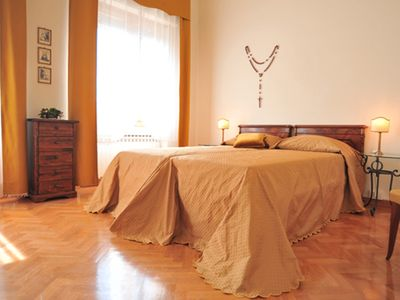 Photo for In the heart of Florence with private car park, huge and fully equipped