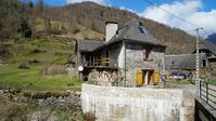 A nice, quiet home right next to some great walks in the Pyrenees!
