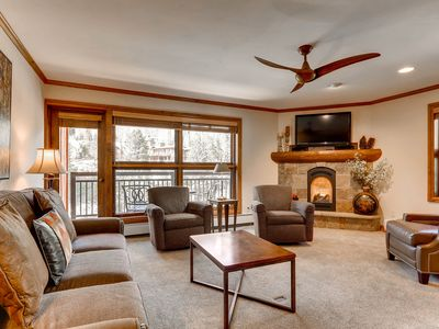 Photo for Mountain view condo, ski-in/ski-out, hot tub and pool on-site