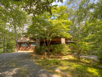 Photo for Spacious Mountain Chalet, HOT TUB, Access to POOL (seasonal), LAKE, GAMEROOM