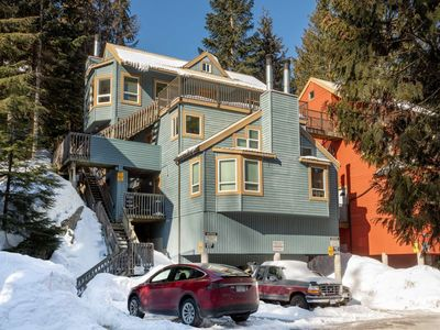 Photo for Well appointed Townhouse in Gondola Village, 100 meters from the Creekside lifts