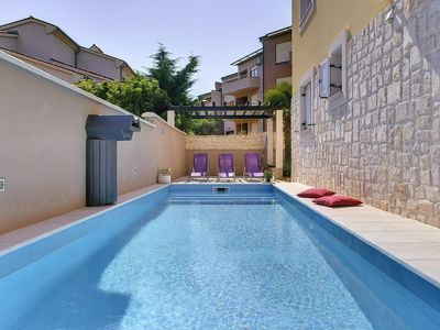 Photo for Modern apartment with pool, 3 bedrooms, washing machine, air conditioning, WiFi, balcony and barbecue area