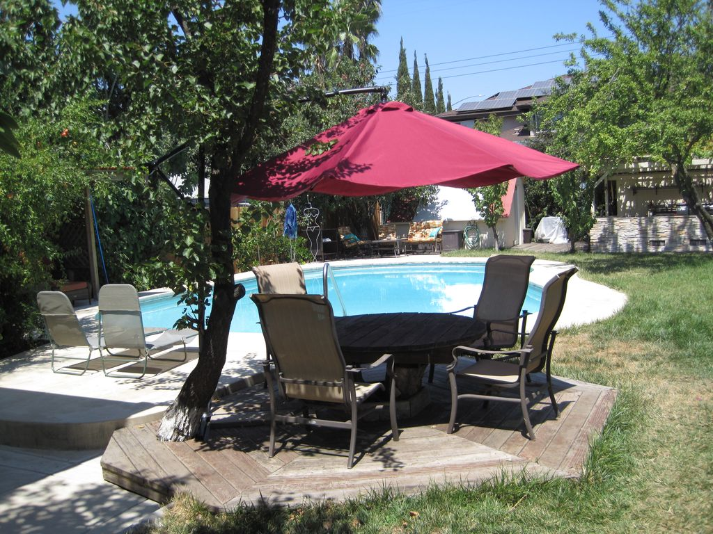 Stand alone guest house pool spa vrbo for Stand up pool