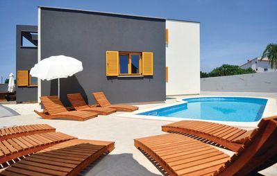 Photo for Holiday house Valbandon for 8 - 10 persons with 5 bedrooms - Holiday apartment