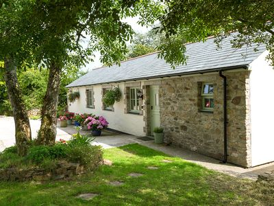 Photo for Luxury 5 star family dog friendly cottage in Cornwall with couples discounts