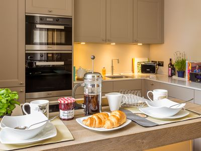 Photo for 5* reviews - Apt in City Centre Exeter, 2 King Beds, 2 Baths, parking, gym,